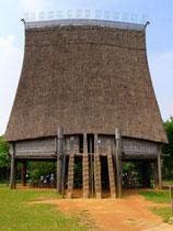maison traditionnelle sur pilotis.
