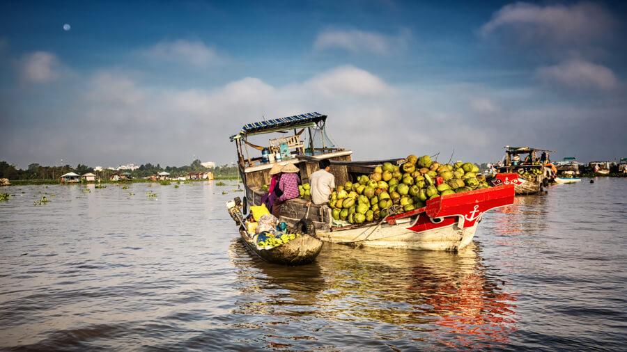 bateau transport noix de coco.