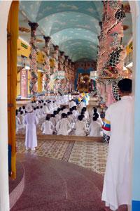 Vietnam ceremonie cao dai.