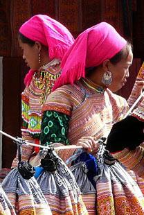 filles tenue traditionnelle.